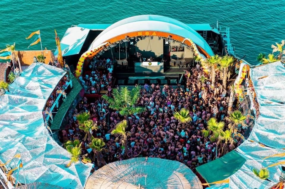 Escenario Noa Beach Club